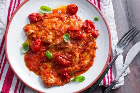 Ricetta carne alla pizzaiola la ricetta di giallozafferano for Ricette cucina italiana secondi piatti