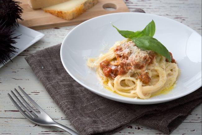 Ricetta Spaghetti cacio, pepe e ricci di mare