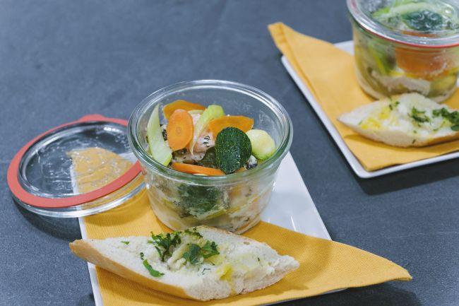 Filetto di salmone in guazzetto di senape con verdure di stagione