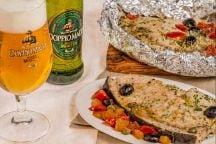 Spada al cartoccio alla birra con pomodorini e olive