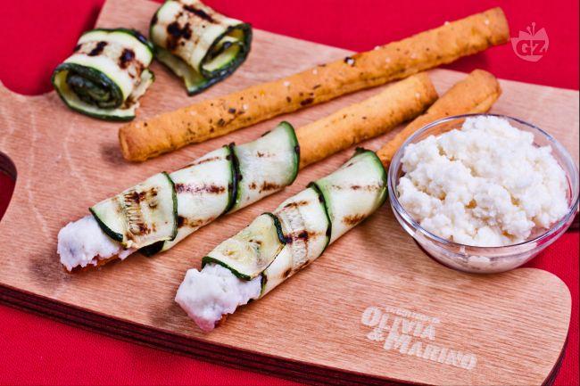 Sfilati al pomodoro con zucchine grigliate e crema al parmigiano