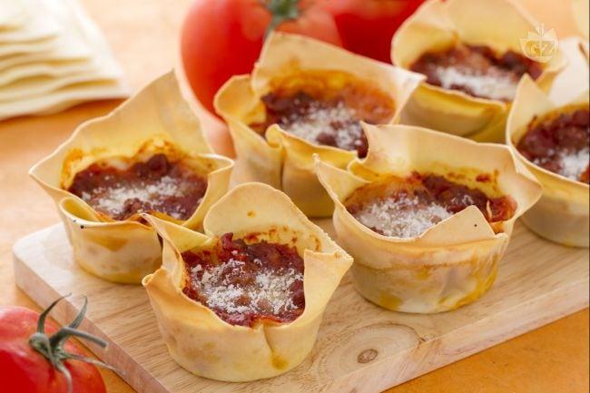 Ricetta lasagne cupcake la ricetta di giallozafferano for Ricette primi piatti originali