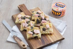 Schiacciata di patate olive e tonno