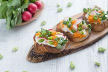 Bruschetta con burrata e verdure