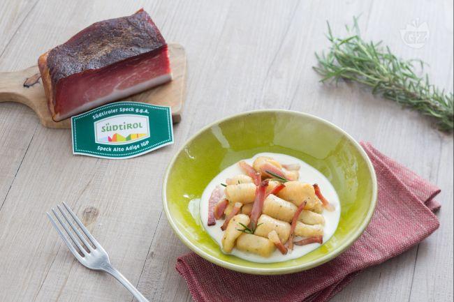 Gnocchi speck e fonduta di parmigiano