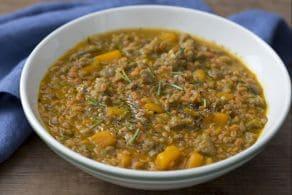 Ricetta Chicchi di farina di legumi con salsiccia e zucca alla birra