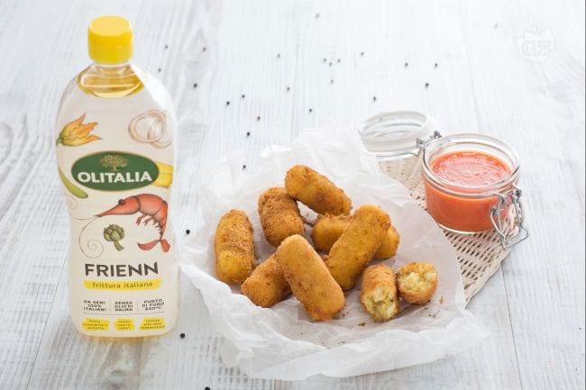 Crocchette di pane cacio e pepe con coulis di pomodoro