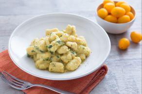 Ricetta Gnocchi di farina di ceci con taccole e pomodorini gialli