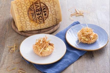 Crostatine con crema di Grana Padano e porri