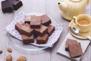 Fette al cioccolato e profumo di mandorla