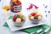 Melone ripieno di frutta e gelato