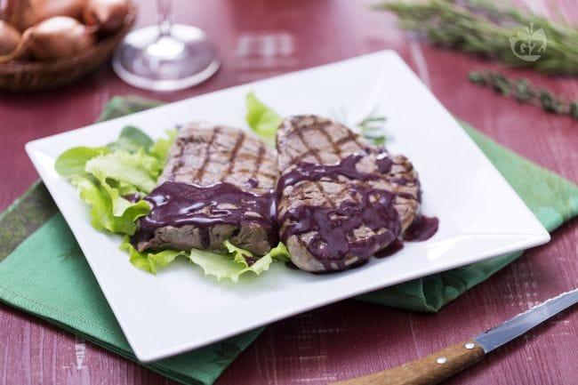 Filetto alla piastra in salsa aromatizzata di vino rosso