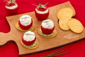 Ricetta Spianatine con pomodorino ripieno di formaggio e rucola