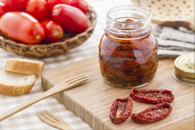 Salsa pomodori secchi e olive nere