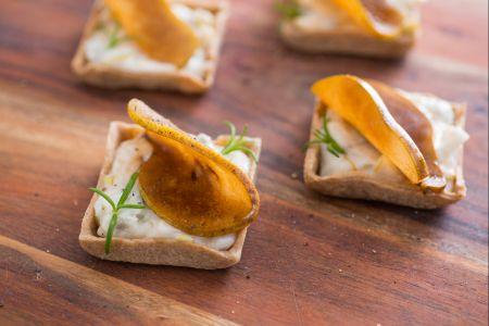 Crostatine di farro con pere e gorgonzola
