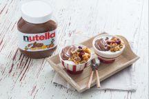 Crema allo yogurt, granola speziata e Nutella®