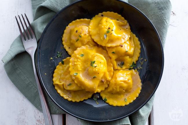 Ravioli di gamberi e limone al burro e timo