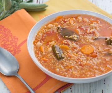 Zuppa di pomodoro e ceci con bulgur