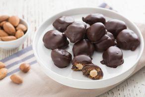 Fichi ripieni ricoperti di cioccolato