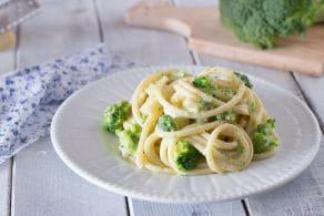 Bucatini cacio e pepe ai broccoli