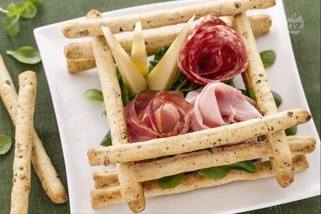 Ricetta Scatola di sfilati alle olive con salumi e formaggi - La ...