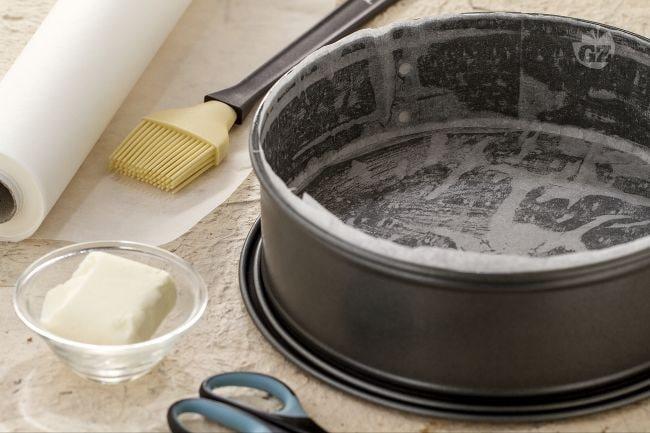Come foderare una tortiera con carta da forno