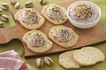 Schiacciate con crema di mortadella e pistacchi