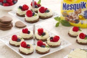 Ricetta Blinis al Nesquik con crema al cioccolato bianco