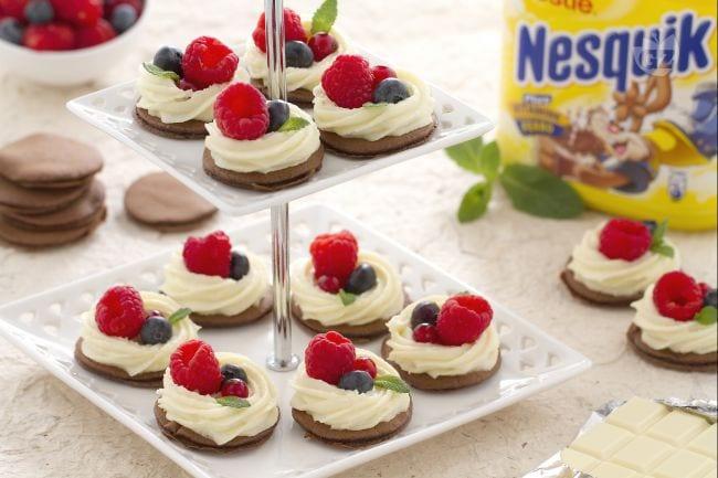 Ricetta Blinis al Nesquik con crema al cioccolato bianco - La Ricetta ...