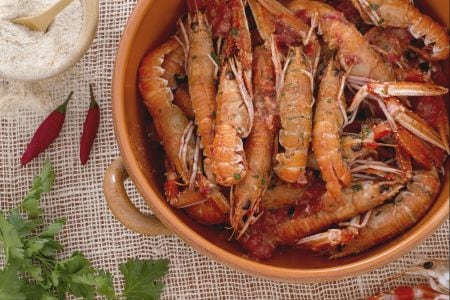 Ricetta scampi alla busara la ricetta di giallozafferano for Cucinare scampi