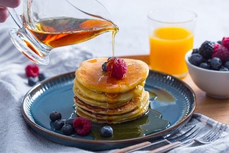 Ricetta Pancakes Allo Sciroppo Dacero La Ricetta Di Giallozafferano