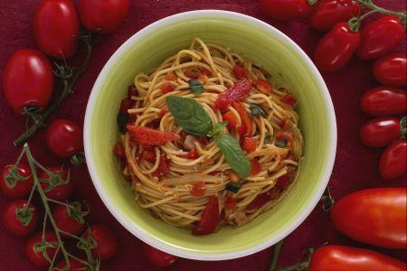 Spaghetti ai tre pomodori