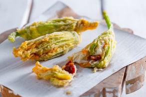 Ricetta Fiori di zucca ripieni di burrata e pomodori secchi