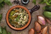Orzotto con zucchine e fiori di zucca