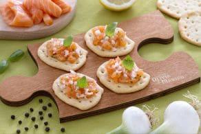 Ricetta Schiacciate con tartare di salmone e cipollotto