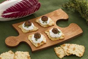 Sfoglie alle olive con polpettine di radicchio e crema di yogurt