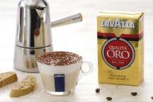 Mousse al caffè in tazza con cantucci