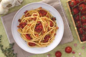 Ricetta Bucatini con pomodorini confit e cubetti di pancetta