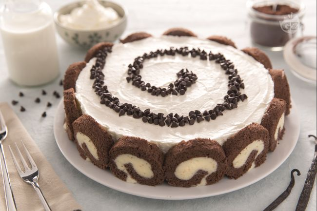 Cheesecake swiss roll