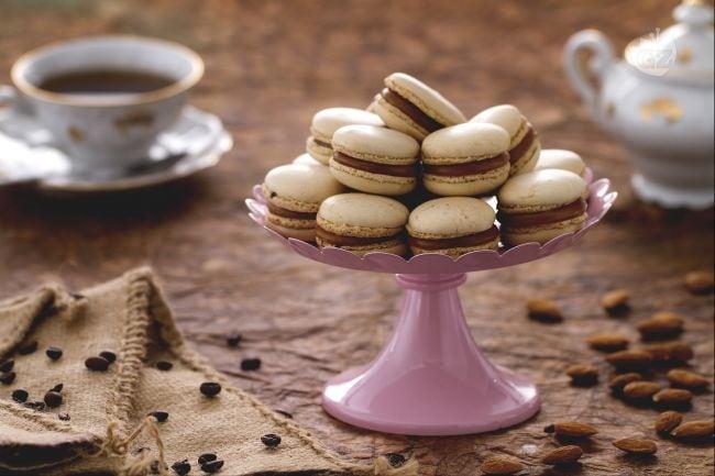 Macarons al caramello salato