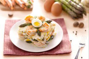 Lasagne con asparagi, uova e gamberi