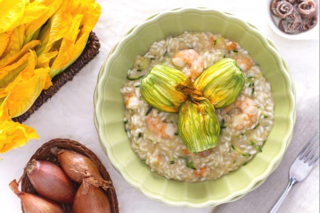 Risotto con gamberi zucchine e fiori di zucca