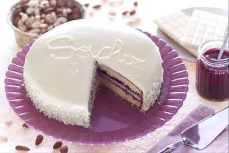 Ricetta sacher al cioccolato bianco la ricetta di - Glassa a specchio su pan di spagna ...