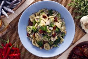Ricetta Orecchiette con broccoletti alici e pomodori secchi