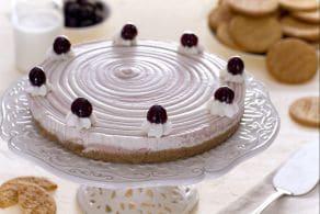 Cheesecake bicolore con panna e amarene