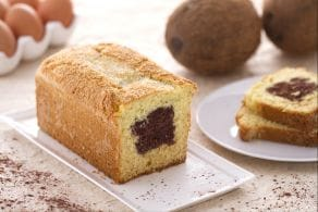 Plumcake al cocco con cuore di cioccolato