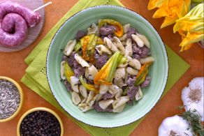 Ricetta Cavatelli con salsiccia e fiori di zucca