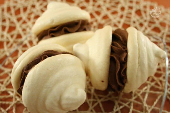 Ricetta doppie meringhe con panna montata al cacao la for Siti ricette dolci