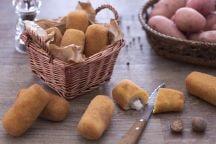 Ricetta Crocchette di patate con cuore filante di mozzarella e prosciutto