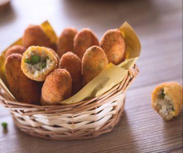 Crocchette di pollo e piselli